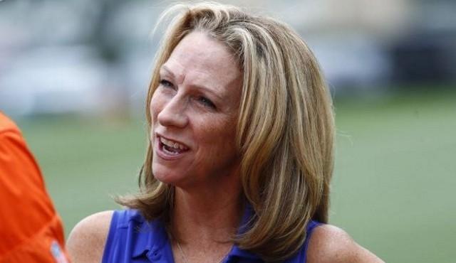 NFL: une autre femme à la description