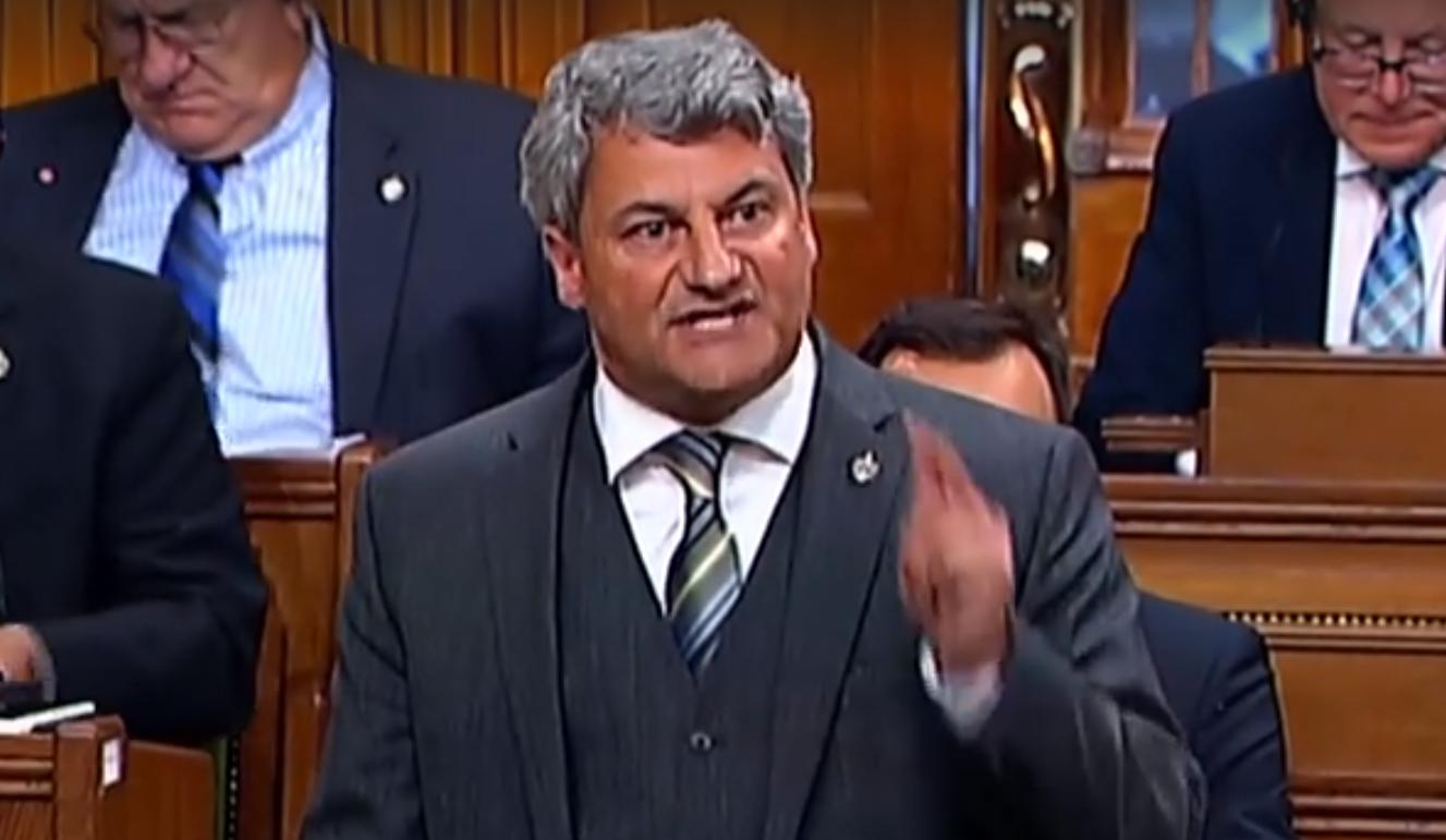 VIDÉO : «Pourquoi le premier ministre crache sur le pétrole canadien?» - Gérard Deltell