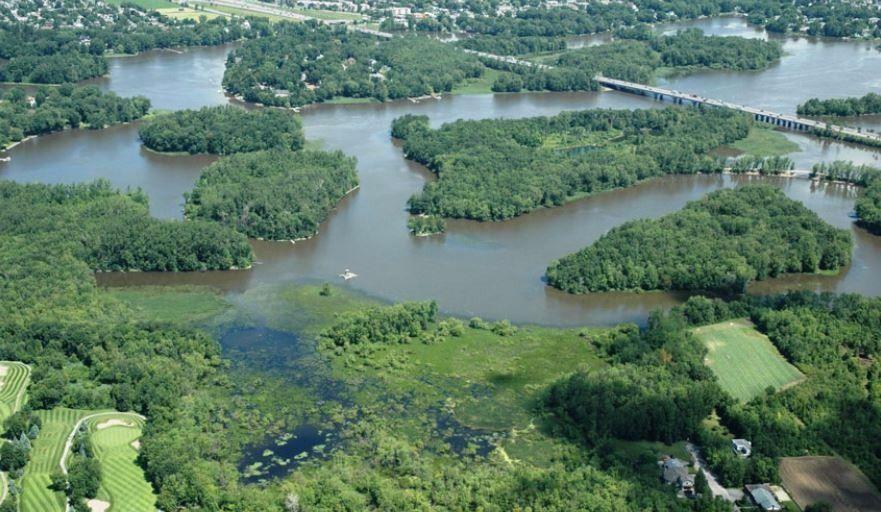 Déraillement de train, 4 wagons dans la rivière des Mille-Îles — Laval