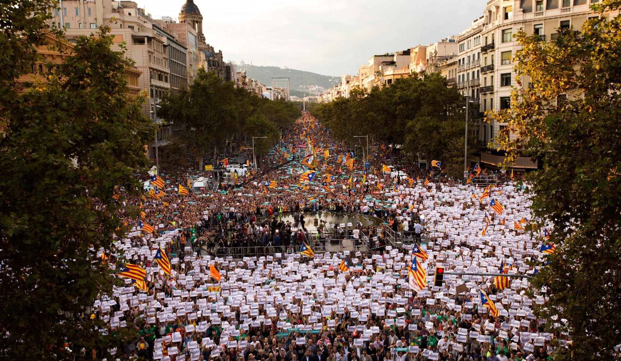 Madrid déclenche le processus de suspension de l'autonomie de la région