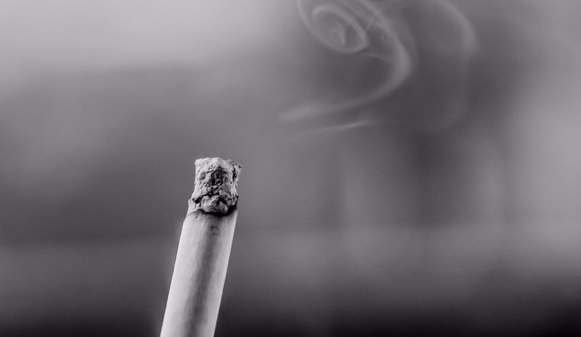 682 $ d'amende pour avoir fumé une cigarette au théâtre