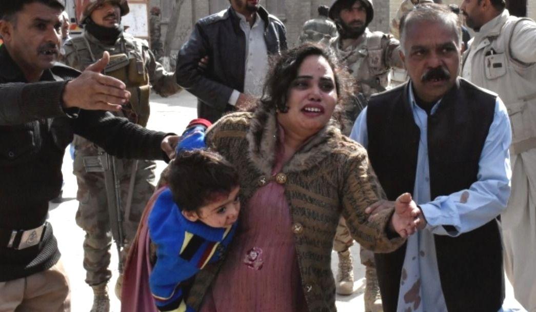 Un attentat fait 9 morts dans une église — Pakistan