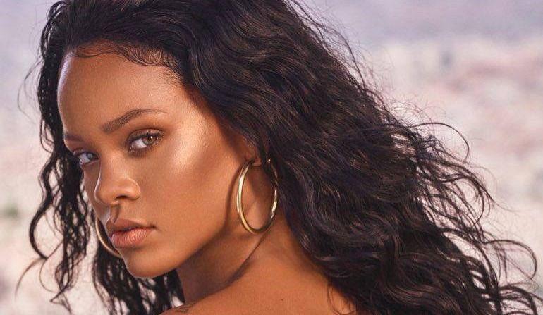 Rihanna est en deuil et elle s'attaque aux armes à feu
