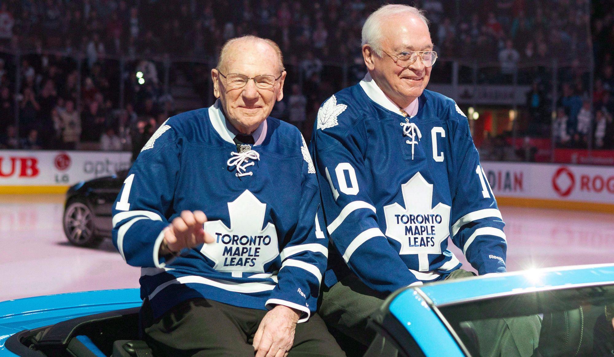 Hommage des Maple Leafs pour les funérailles deJohnny Bower (vidéo)