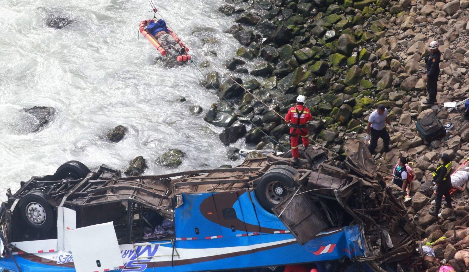 Le bilan de l'accident d'autocar au Pérou grimpe à 51 morts