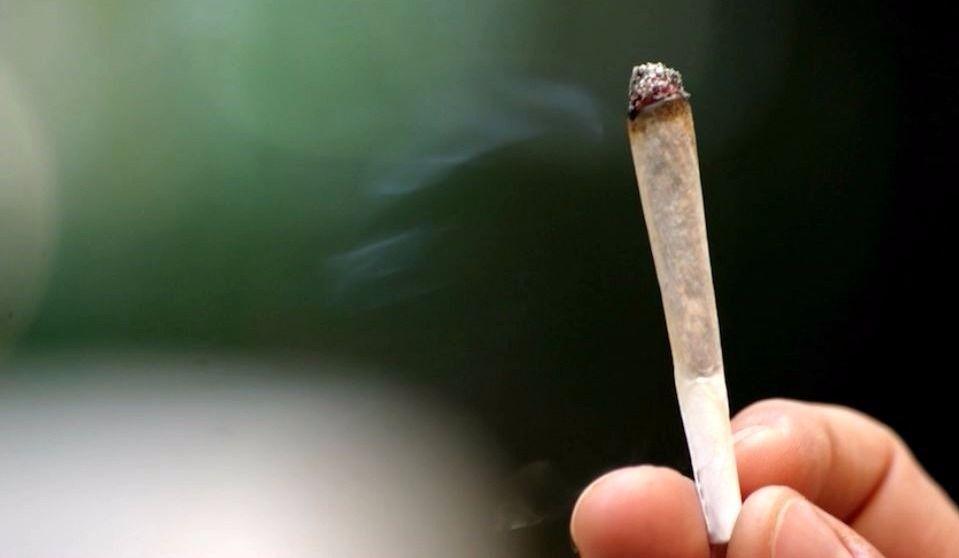 Cannabis : la CAQ veut interdire la consommation dans tous les lieux publics