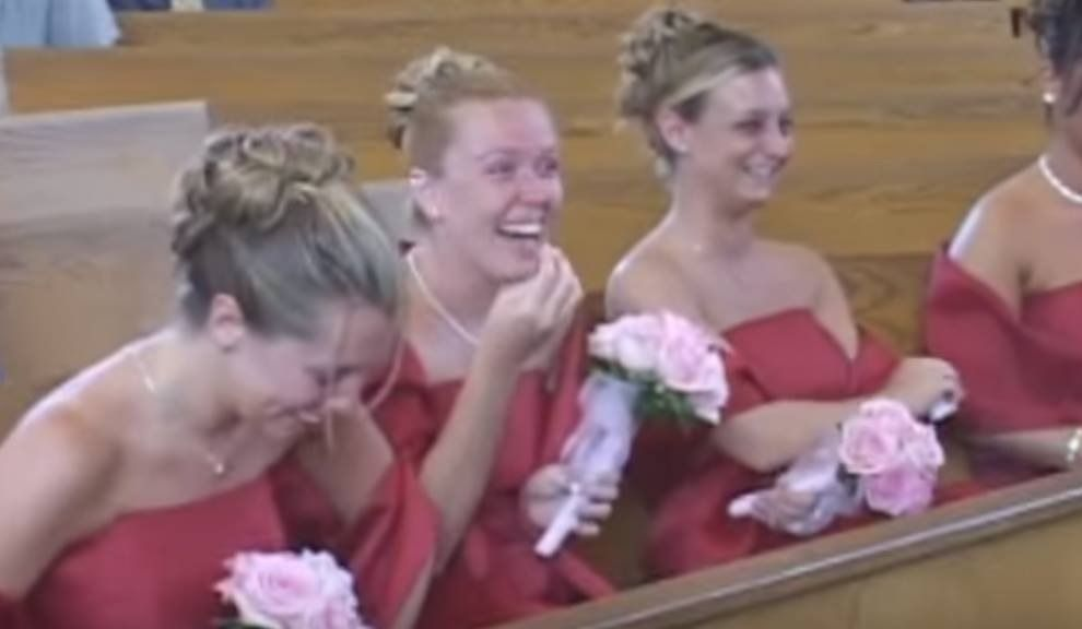 Fou rire incontrôlable durant un mariage