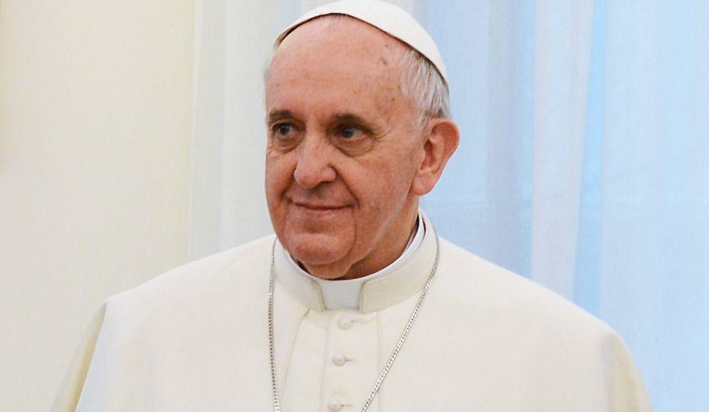 Le Pape vole au secours d'une cavalière