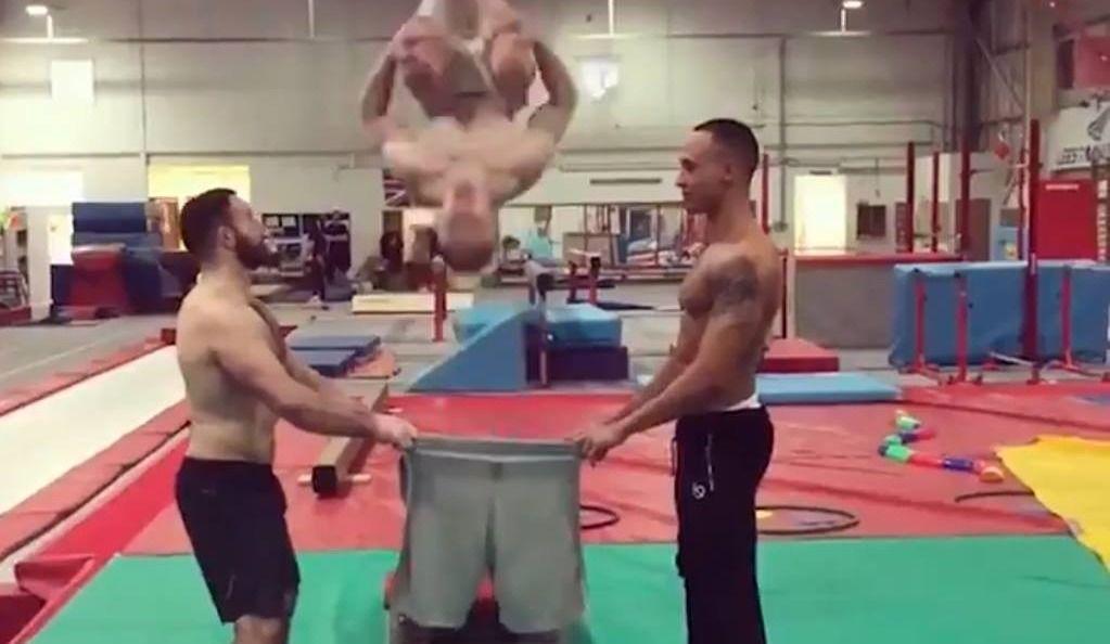 S'habiller de façon acrobatique!