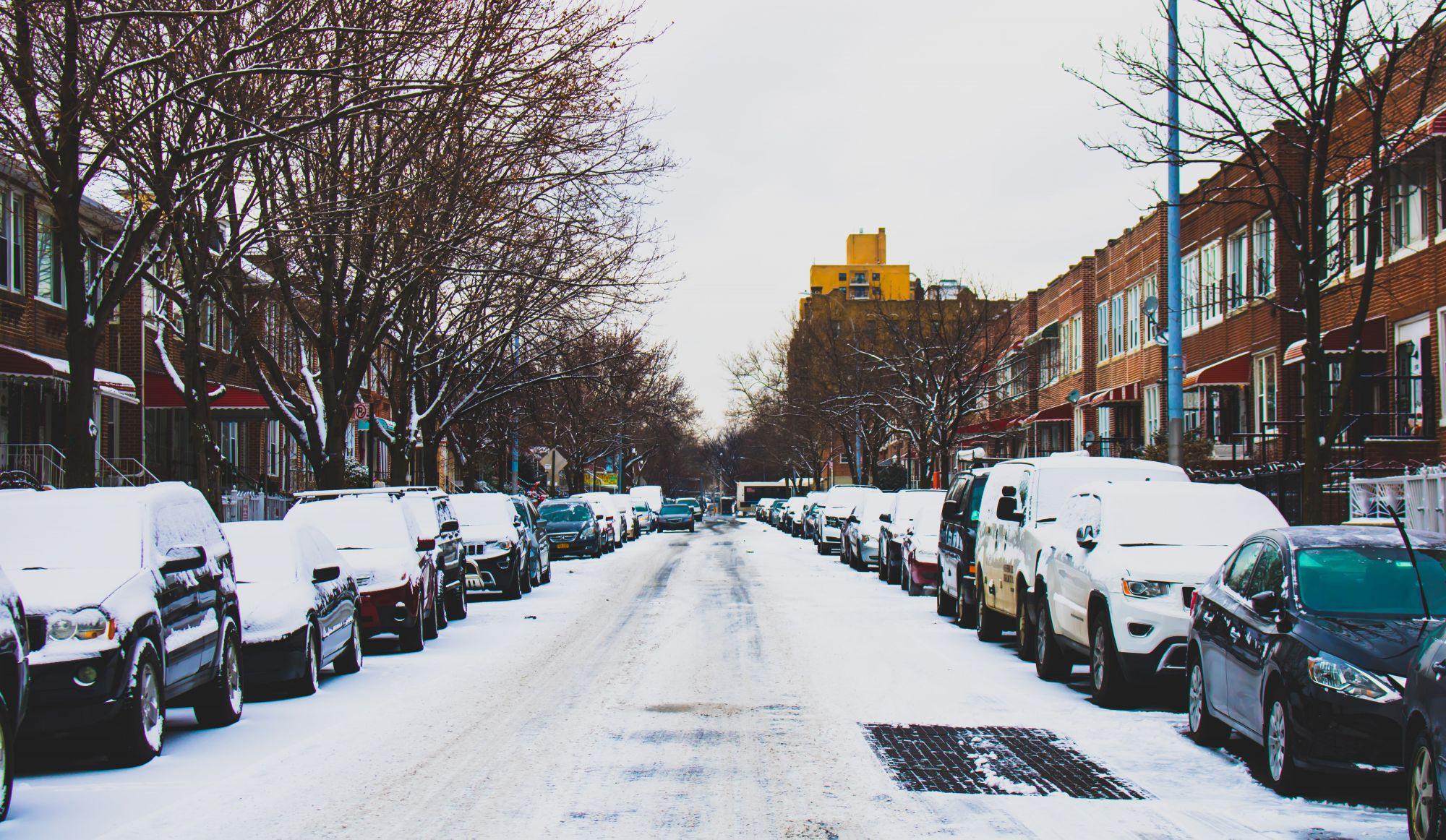 Neige et pluie verglaçante: Montréal opte pour la stratégie «Scott Towels»
