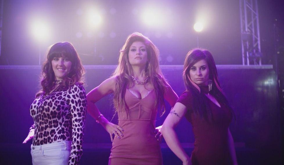 Les filles de «Like-moi!» reprennent «Barmaids»