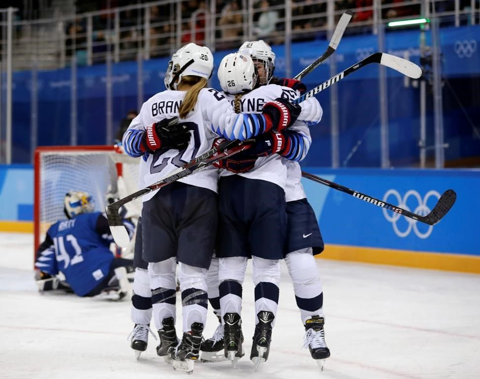 Hockey féminin: les États-Unis battent la Finlande 3 à 1
