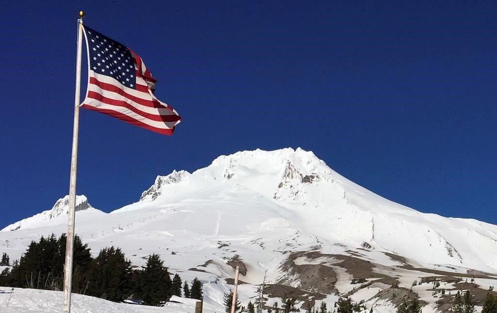 Un alpiniste mort et au moins sept autres piégés au mont Hood, en Oregon