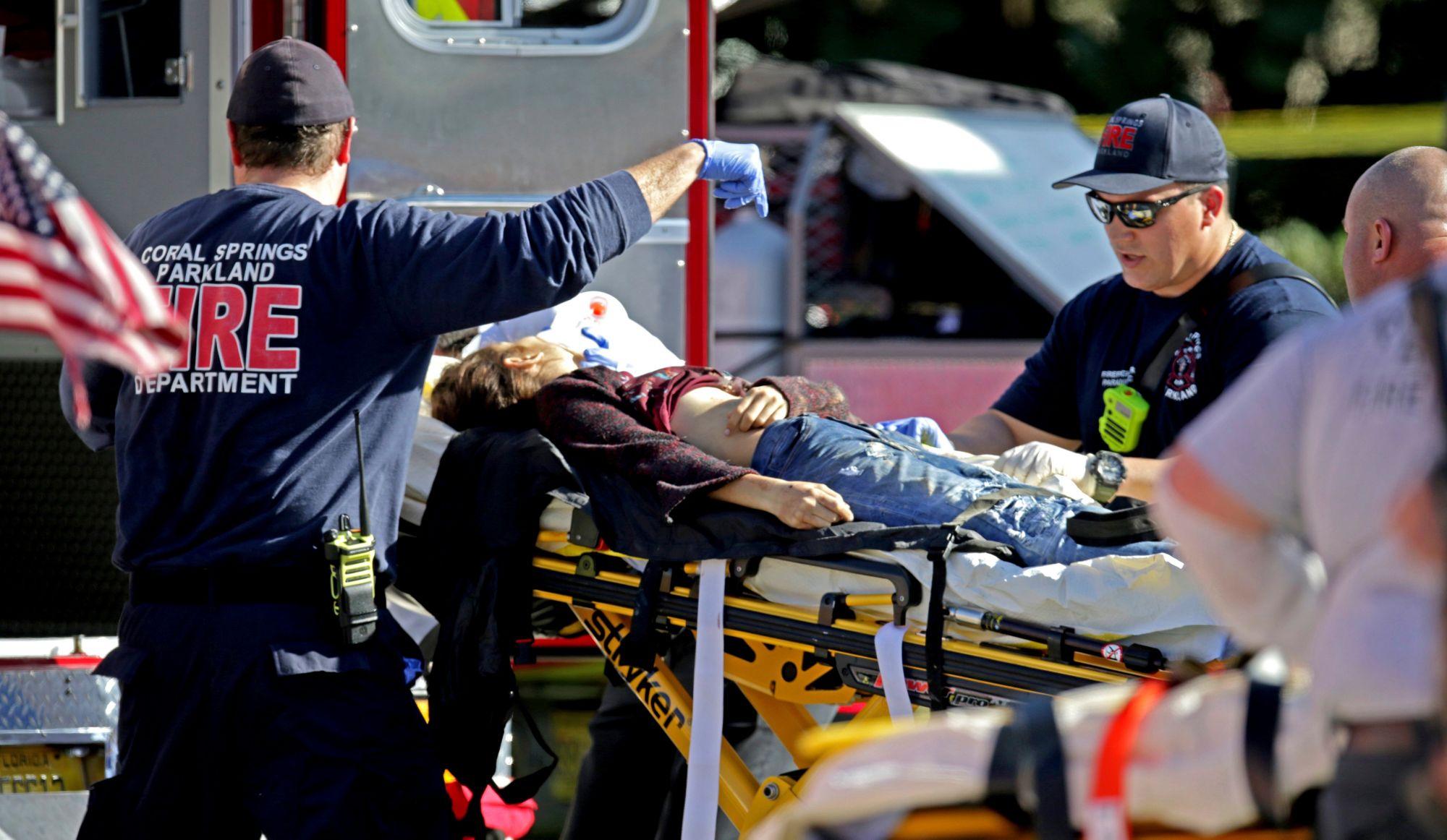 Fusillade en Floride: au moins 17 morts (vidéos)