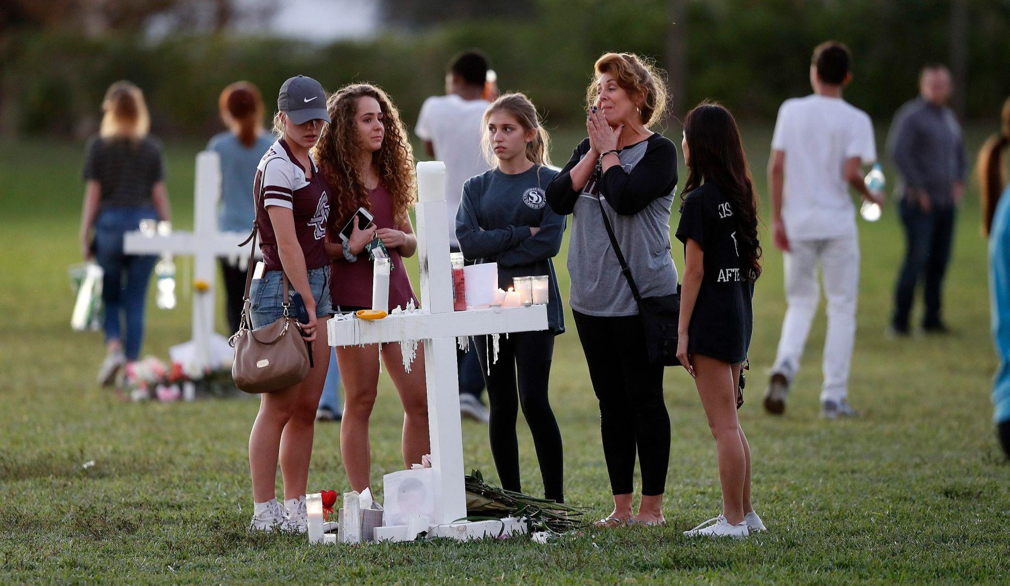 Les survivants manifestent contre le culte des armes — Fusillade en Floride