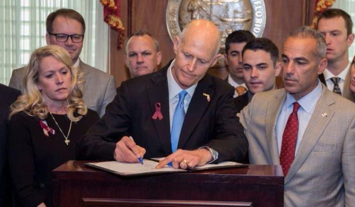 Etats-Unis Le gouverneur de Floride signe la loi sur les armes