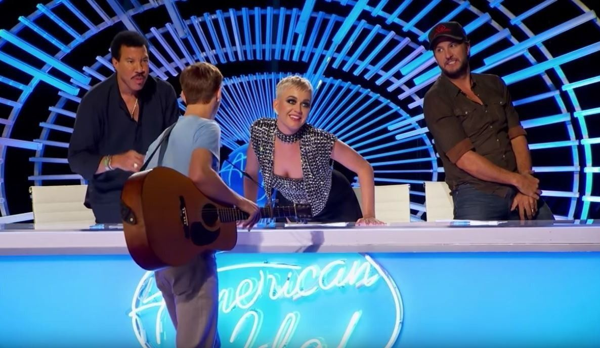 Katy Perry floors American Idol contestant with impromptu kiss
